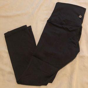 Cropped black high-rise capri lululemon leggings